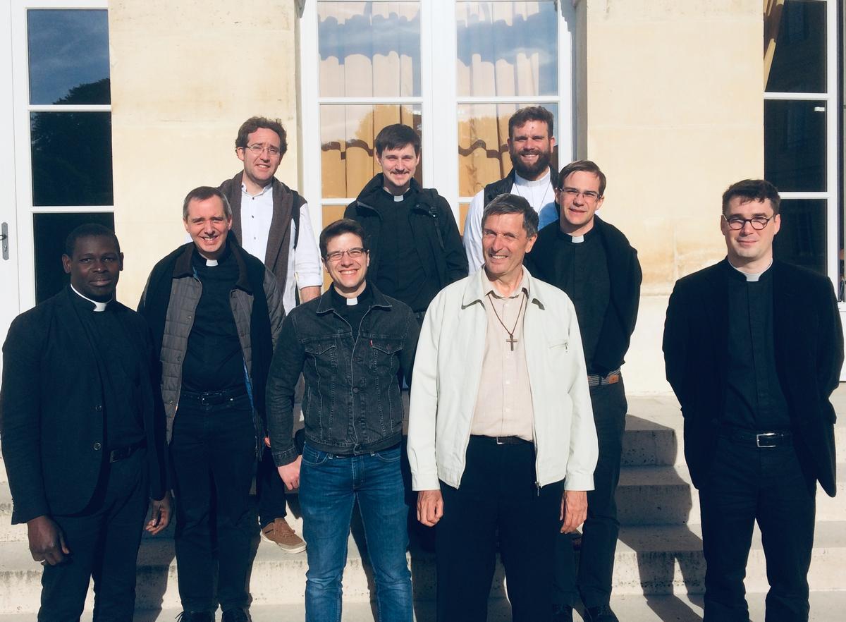 Les diacres, futurs prêtres ordonnés de juin 2019, avec le Père Gilles FRANCOIS, responsable d'année.